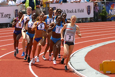 Maria Mutola (#1) and the 800-meter pack